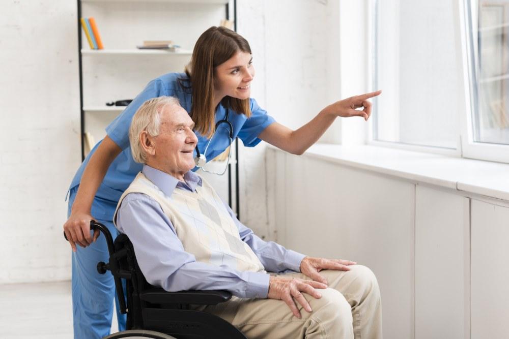 Yatılı Yabancı Hasta Bakıcısı